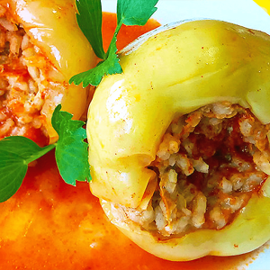 Stuffed Bell Peppers Recipe in Tomato Sauce (Easy Mince Stuffed Peppers Recipe)