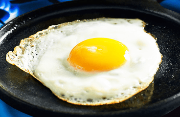 How to Fry an Egg with Oil in the Pan (Basic Fried Egg Recipe in 7 Steps)<span class=