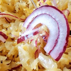 Easy Sauerkraut Salad (Raw Sauerkraut Recipe in 6 Steps with Onions)