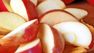 Fresh Apple Slices for Easy Apple Cake Recipes