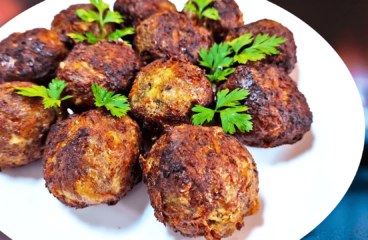 Easy Making Pork Meatballs (Homemade Meatballs Recipe in 13 Steps)<span class=